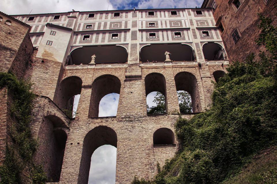 Cesky Krumlov Castle courtyard bridge
